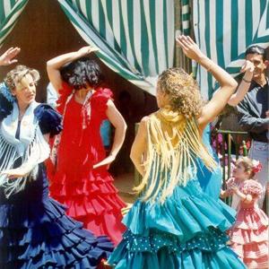 Sevillanas bailando flamenco